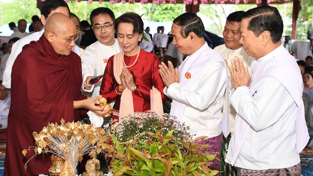 President U Win Myint, State Counsellor Daw Aung San Suu Kyi and Union Minister Thura U Aung Ko check the religious objects together with Sayadaw Ashin Sandadika before the golden objects are enshrined at the Eternal Peace Pagoda in Nay Pyi Taw. Photo:  MNA