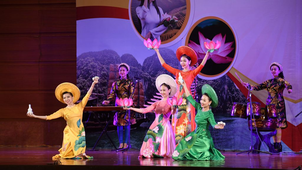 Vietnamese artistes  perform at the reception to commemorate the 73rd Anniversary of Viet Nam National Day and 1st Anniversary of Viet Nam-Myanmar Comprehensive Cooperation Partnership in Nay Pyi Taw yesterday.Photo: MNA
