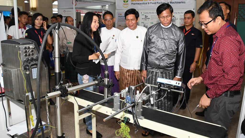 Vice President U Henry Van Thio inspects a machine at the opening of 5th International Industrial Technology & Machinery Show in Nay Pyi Taw.  Photo: MNA