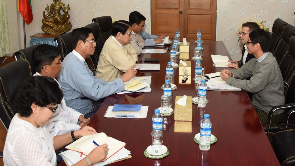 Union Minister Dr. Pe Myint meeting with the UNESCO and IMS/Fojo delegation yesterday.Photo: MNA