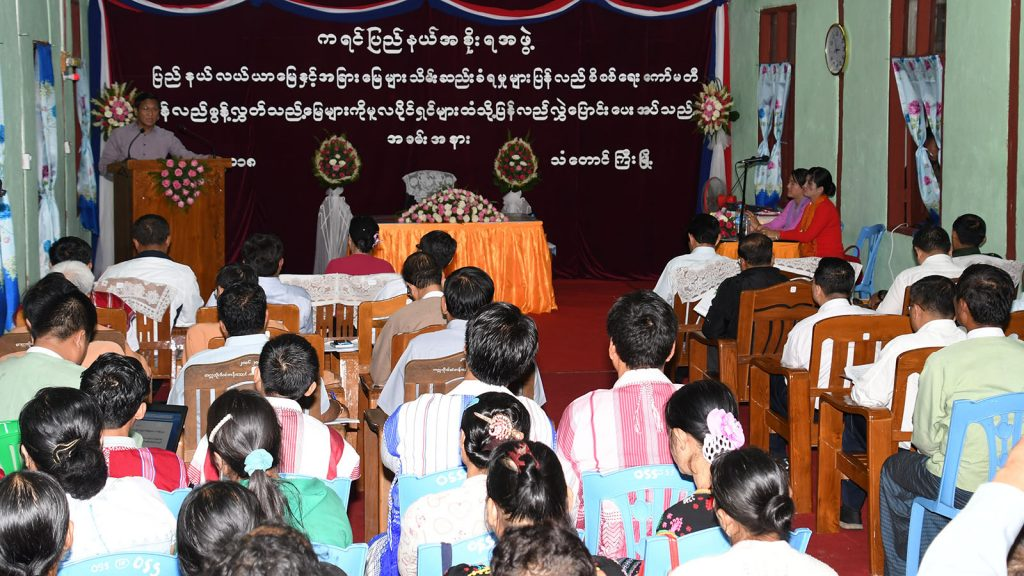 Vice President U Henry Van Thio  addresses the ceremony to return the 332 acres of farmland to 27 farmers in Thandaunggyi Township.Photo: MNA