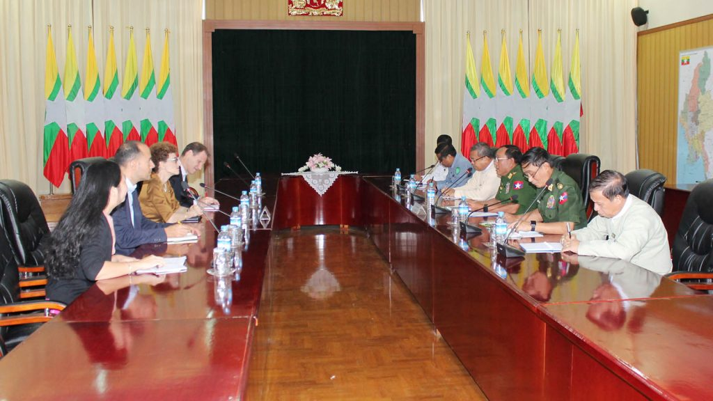 Union Minister Lt-Gen Ye Aung holds talks with World Bank's Country Director for Myanmar Ms. Ellen Goldstein yesterday.Photo: MNA