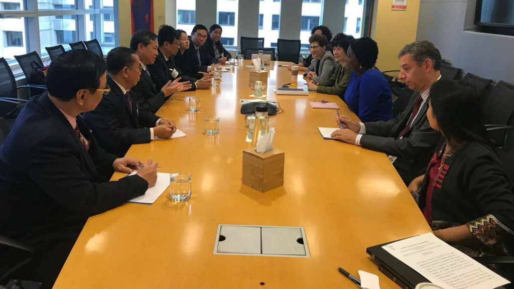 Union Minister Dr. Myo Thein Gyi and party discussing education issues in United States.Photo: MNA
