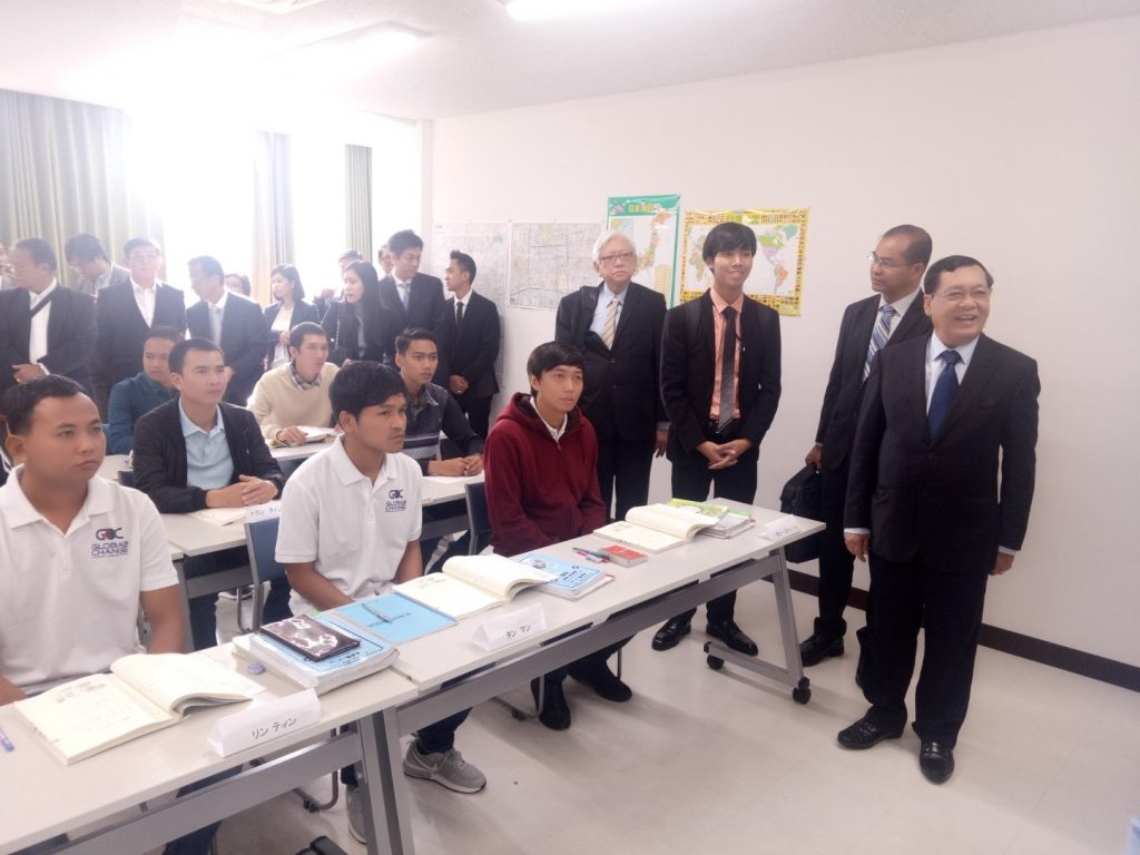 Union Minister U Thein Swe encourages trainees at the CTEC, KTEC training schools in Nagoya, Japan on 24 October.Photo: MNA