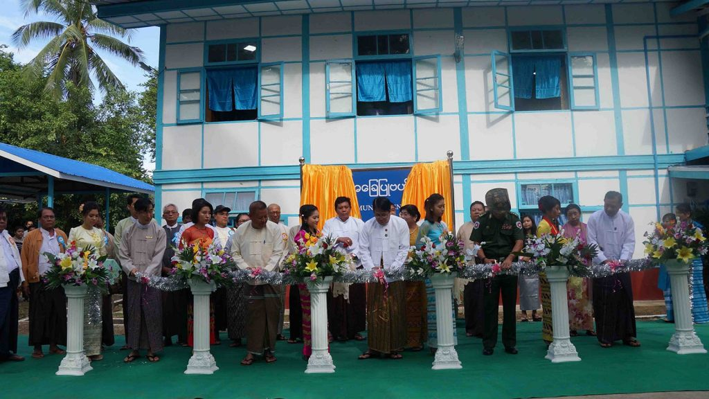Union Minister Dr. Pe Myint and officials cut ceremonial ribbons to open  the community centre in Thandwe, Rakhine State, yesterday.Photo: Aung Min Han