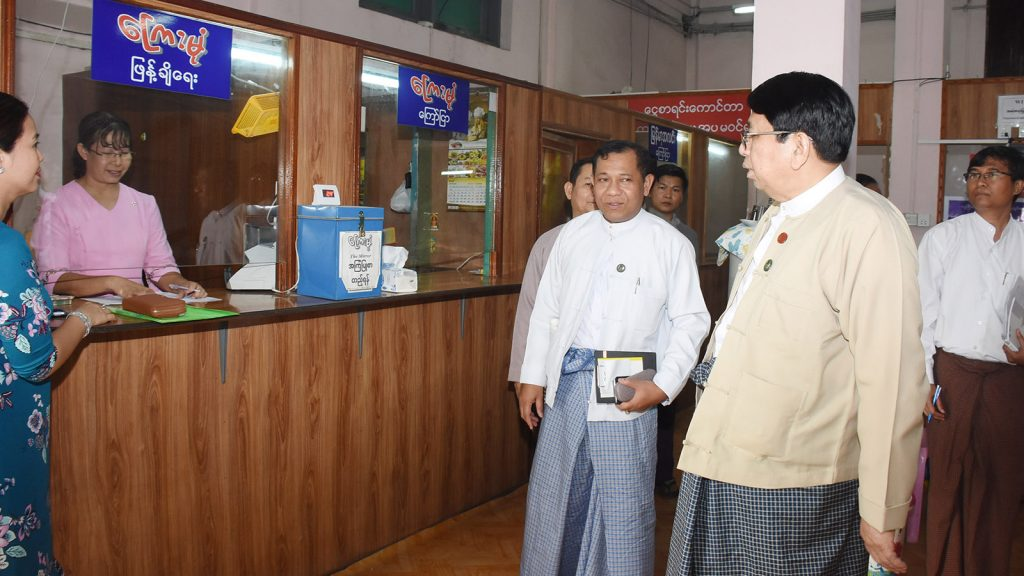 Union Minister Dr. Pe Myint visits the Mirror Daily's Advertising Department on Mahabandoola Road in Yangon. Photo: MNA