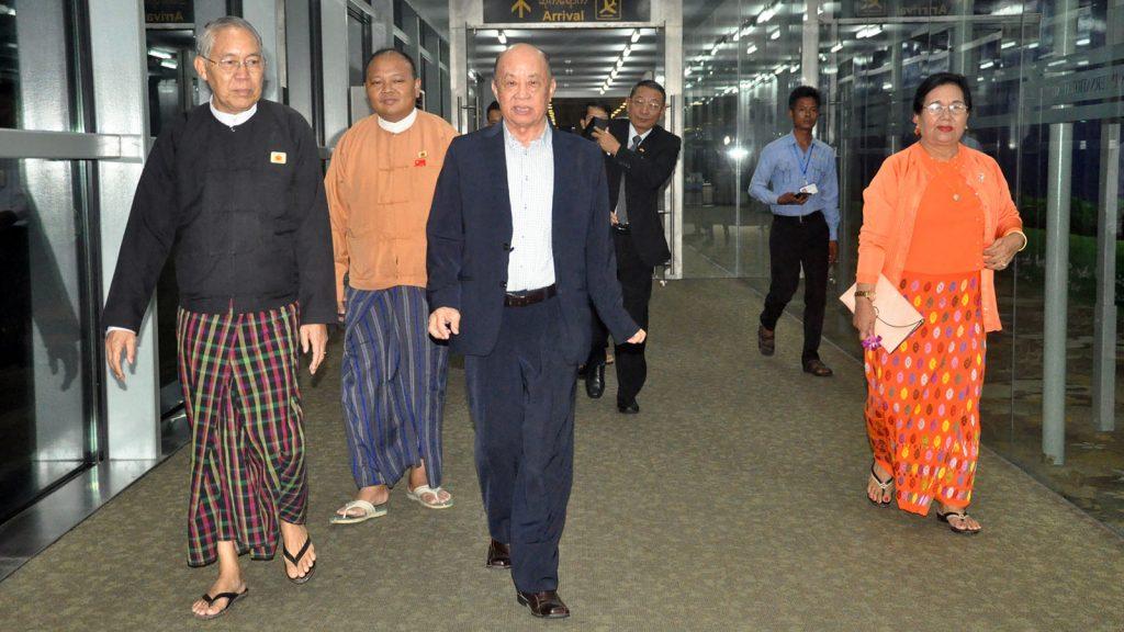 Pyidaungsu Hluttaw Deputy Speaker U Tun Tun Hein being welcomed back by officials.Photo: MNA