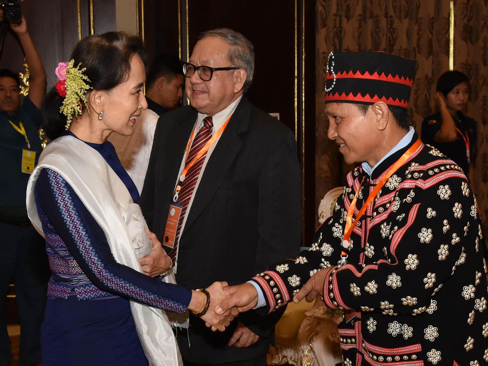 State Counsellor Daw Aung San Suu Kyi greets Chairman of Lahu Democratic Union Kyar Khun Sar in Nay Pyi Taw.