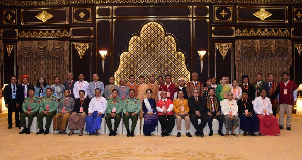Representatives of the Union Government and leaders of the Nationwide Ceasefire Agreement Signatory ethnic armed organizations pose for documentary photos at the first session of their special meeting in Nay Pyi Taw. Photo: MNA