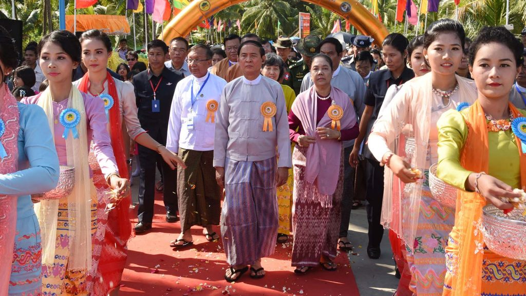 President U Win Myint and wife Daw Cho Cho stroll along the Shwethaungyan Bridge following the inauguration ceremony.  Photo: MNA