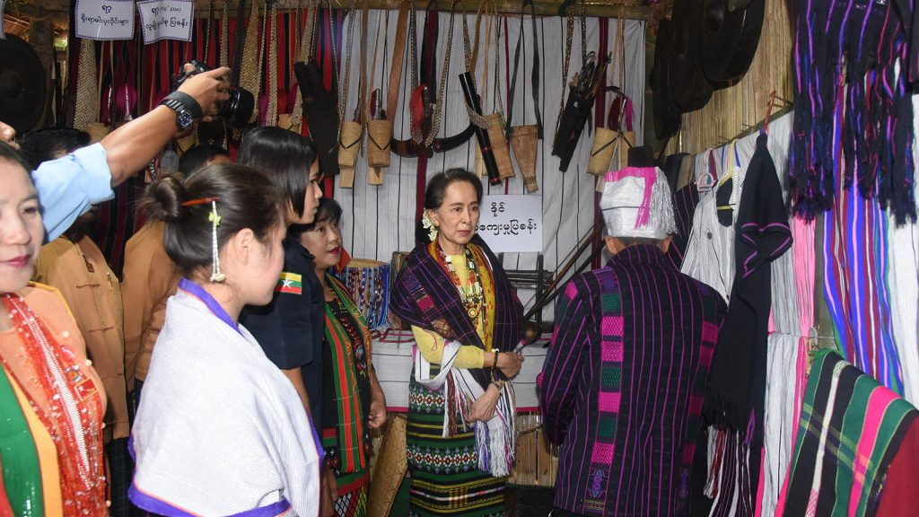 State Counsellor Daw Aung San Suu Kyi observes an exhibition showcasing Chin traditional artifacts and costumes in Kanpetlet, Chin State. Photo: MNA