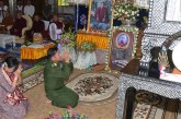 Senior General Min Aung Hlaing, wife pay last respects to remains of Myaing Gyi Ngu Sayadaw