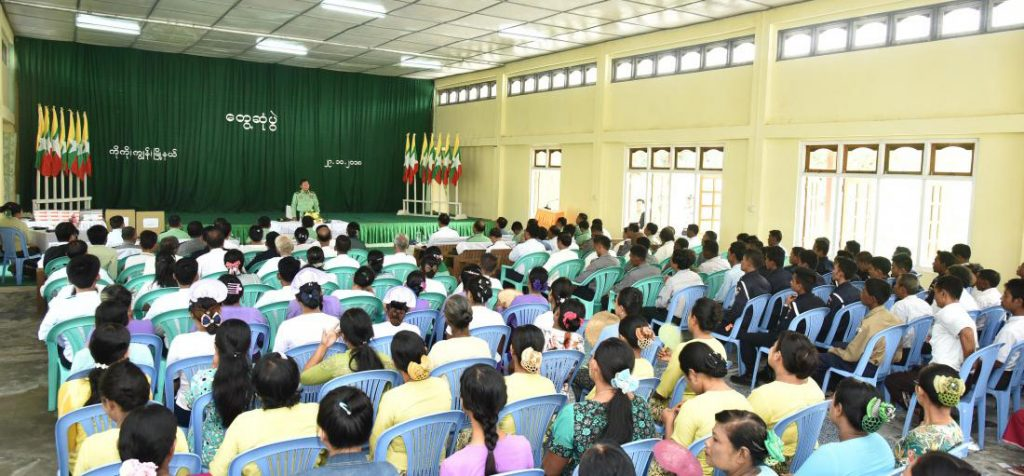 Commander-in-Chief of Defence Services Senior General Min Aung Hlaing meets with Cocogyun Township department staff and local residents at the meeting hall of Cocogyun Township yesterday. photo: office of the commander-in-chief
