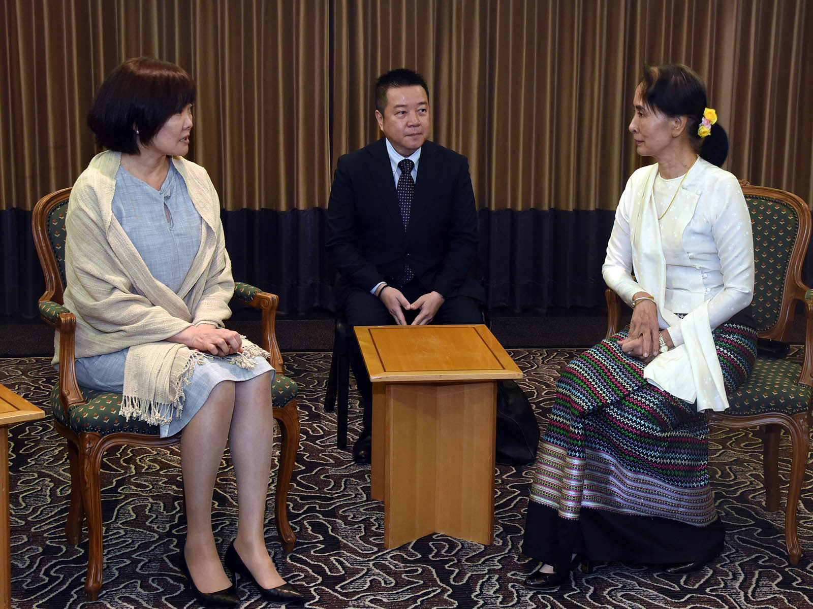 State Counsellor Daw Aung San Suu Kyi meets with Mrs. Akie Abe, wife of the Japanese PM, in Tokyo, in Japan yesterday. photo: mna