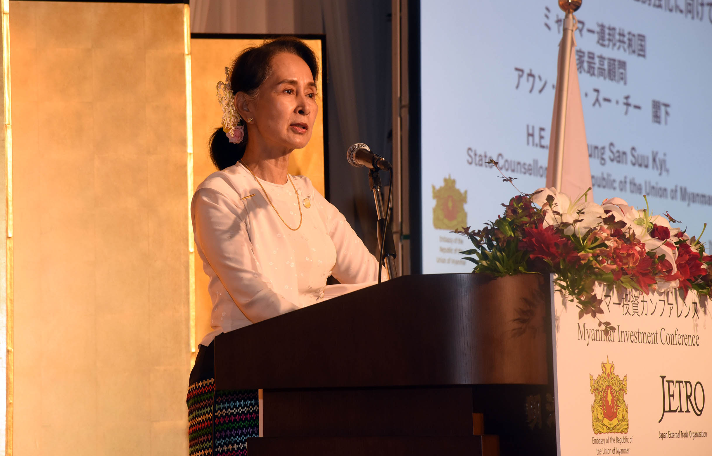 State Counsellor Daw Aung San Suu Kyi delivers the speech at the Myanmar Investment Conference in Tokyo, Japan yesterday. Photo: MNA