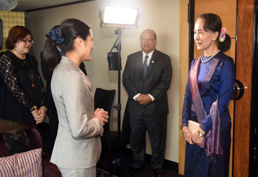 State Counsellor Daw Aung San Suu Kyi meets with NHK's correspondent before the inclusive interview in Tokyo. Photo: MNA