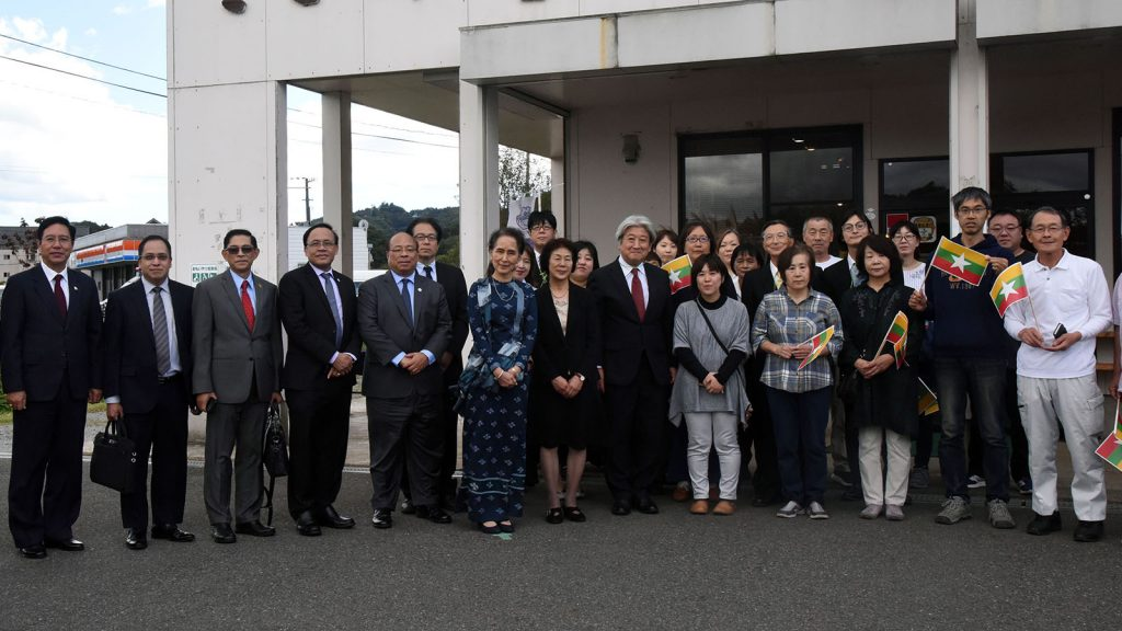 State Counsellor and party pose for a documentary photo together with officials from Kokoron business group in front of the Kokoron business group office.Photo: MNA