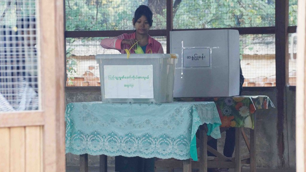 Woman voting in Myingyan Township. Photo: Zaw Min Naing