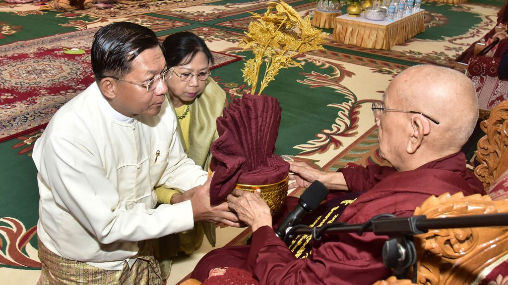 Senior General Min Aung Hlaing and wife Daw Kyu Kyu Hla donate Kathina robes to Sayadaw at the 8th Maha Kathina Robe Offering ceremony yesterday.Photo: Commander-in-Chief Office