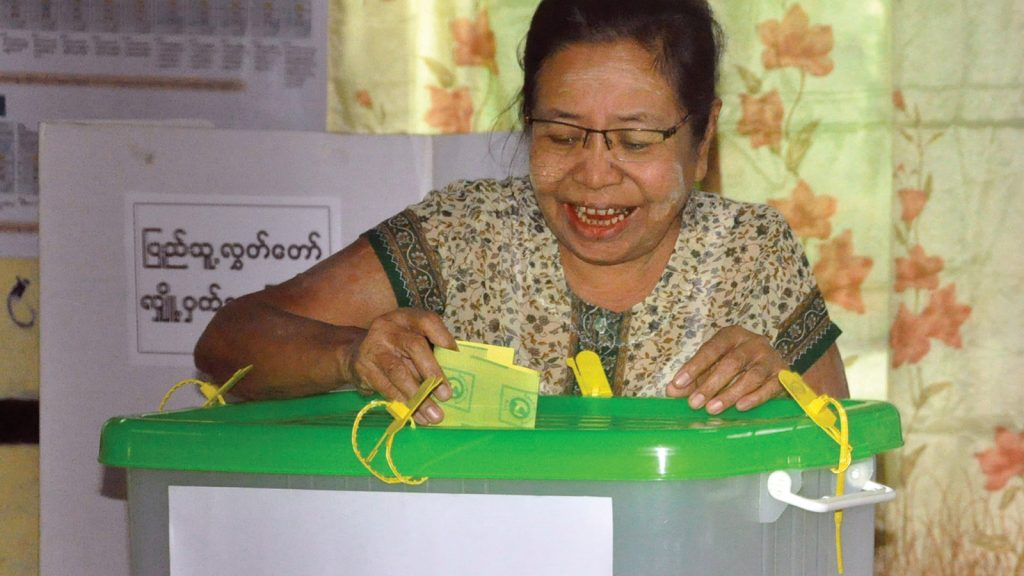 Woman voting in Tamway Township. Photo: MNA