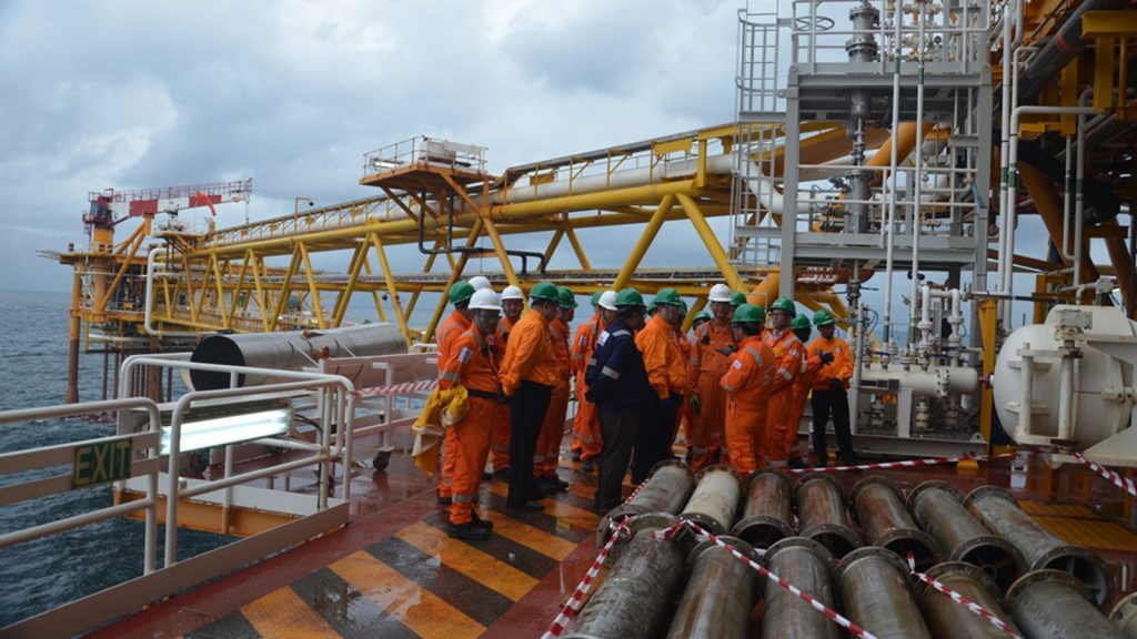 Union Ministers U Ohn Win, and U Win Khaing visit the Yadana Off Shore gas field in the Andaman Sea. Photo: MNA
