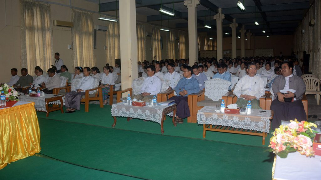 Union Minister Dr. Pe Myint delivers a speech at the meeting with Information Ministry officials in Yangon.  Photo: MNA