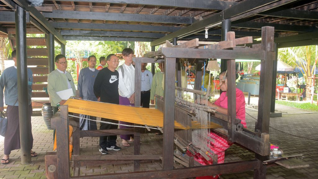 Deputy Minister of the State Ethnic Affairs Commission of  China Mr. Li Chingping observes the traditional weaing loom in Union National Races Village in Thakayta Township, Yangon,yesterday.  Photo: mna