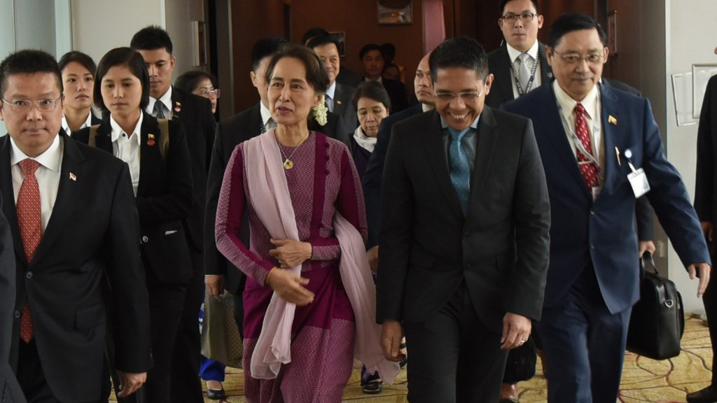 State Counsellor Daw Aung San Suu Kyi and her delegation land at Changi International Airport in Singapore to attend the 33rd ASEAN Summit and Related Summits. photo: mna