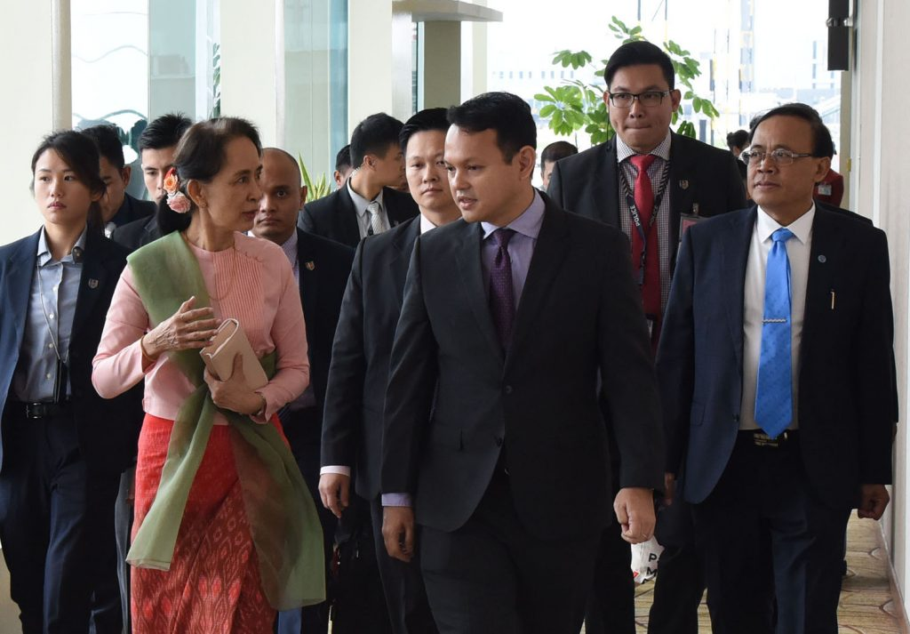State Counsellor Daw Aung San Suu Kyi departs from Changi International Airport in Singapore to Myanmar yesterday.Photo: MNA