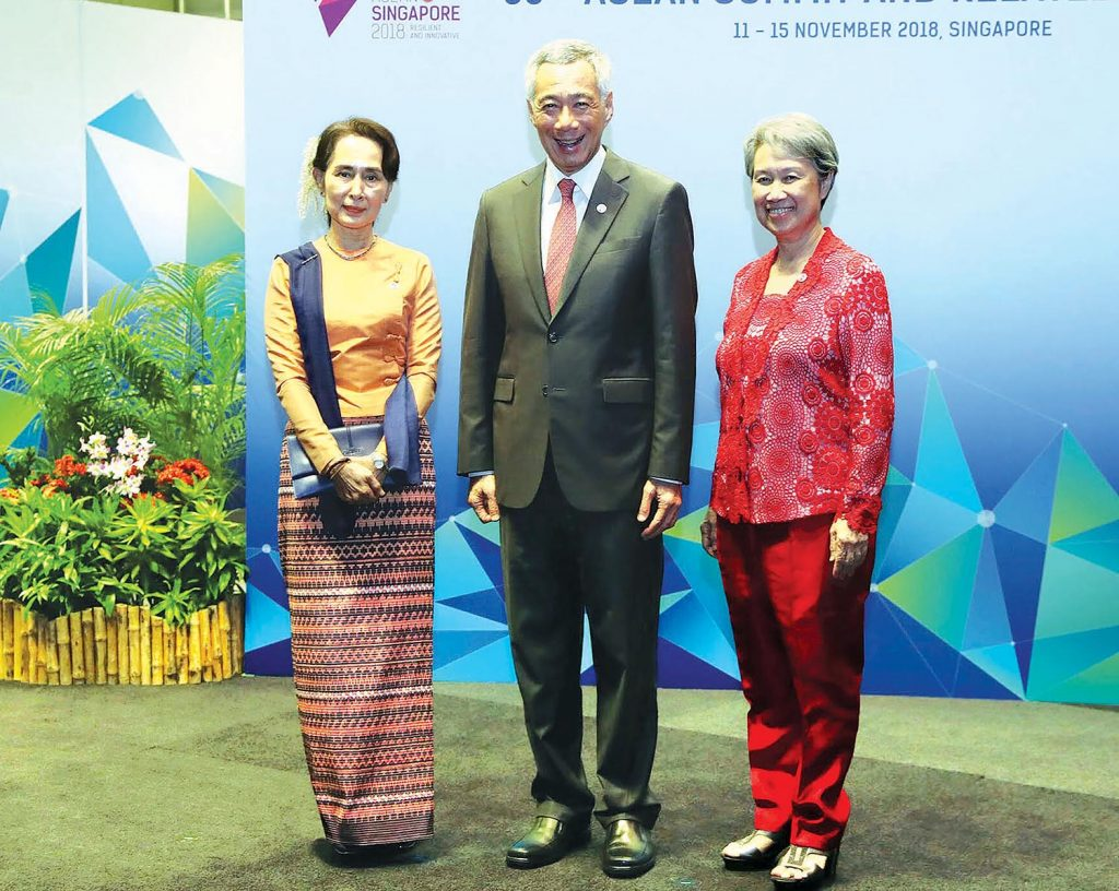 State Counsellor Daw Aung San Suu Kyi, Singapore PM Mr. Lee Hsien Loong and wife pose for the photo at the 33rd ASEAN Summit and related summits in Singapore yesterday.Photo: MNA