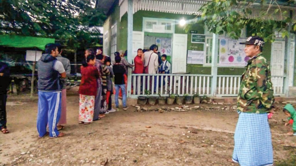 People line up for casting vote in Tamu. Photo:  Myo Win Tun
