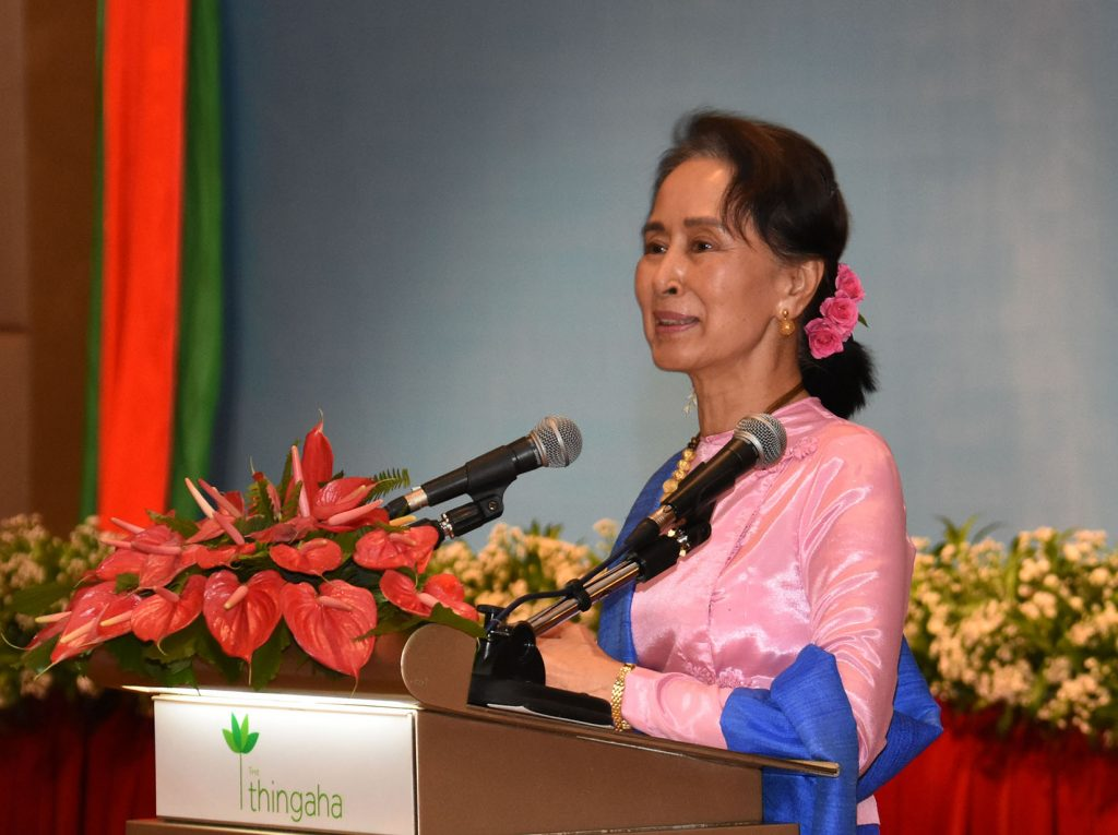 State Counsellor Daw Aung San Suu Kyi delivers the speech at the dinner hosted in honor of Myanmar Press Council (MPC) members in Nay Pyi Taw yesterday.Photo: MNA