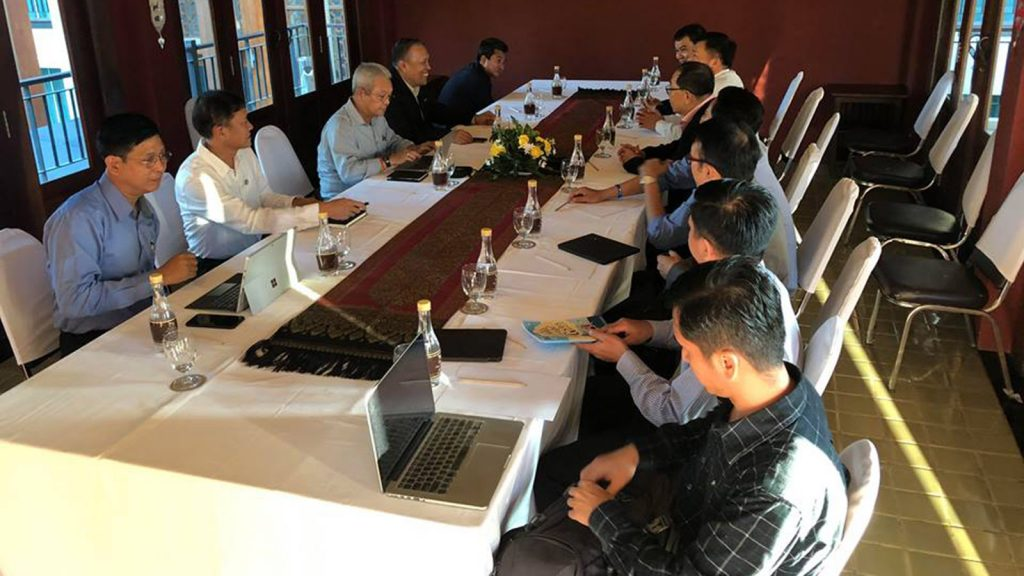 Informal meeting between the Peace Commission and the Restoration Council of Shan State on 16 November.PHOTO: EPRN
