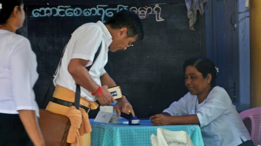 A voter casts his ballot in the by-election in Thabeikkyin, Mandalay Region. Photo: IPRD