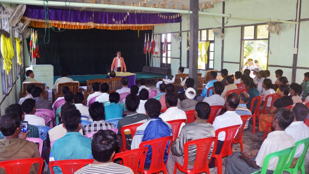 Rakhine State Chief Minister U Nyi  Pu meets with residents of Kyein Chaung Village yesterday.  PHOTO: THET LWIN SOE