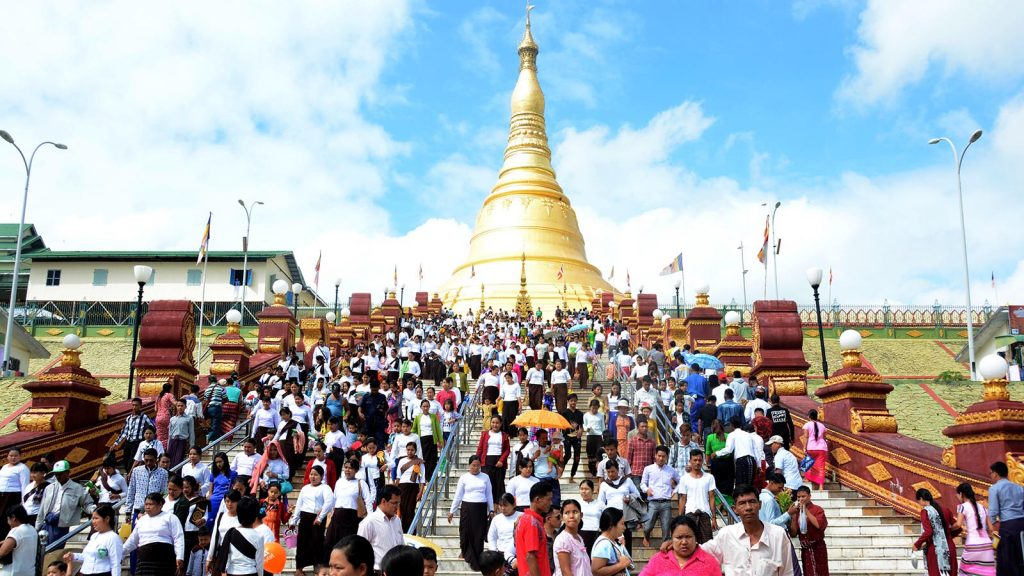 Upatasanti Pagoda in Nay Pyi Taw is crowded with visitors yesterday.Photo: htein nan naw