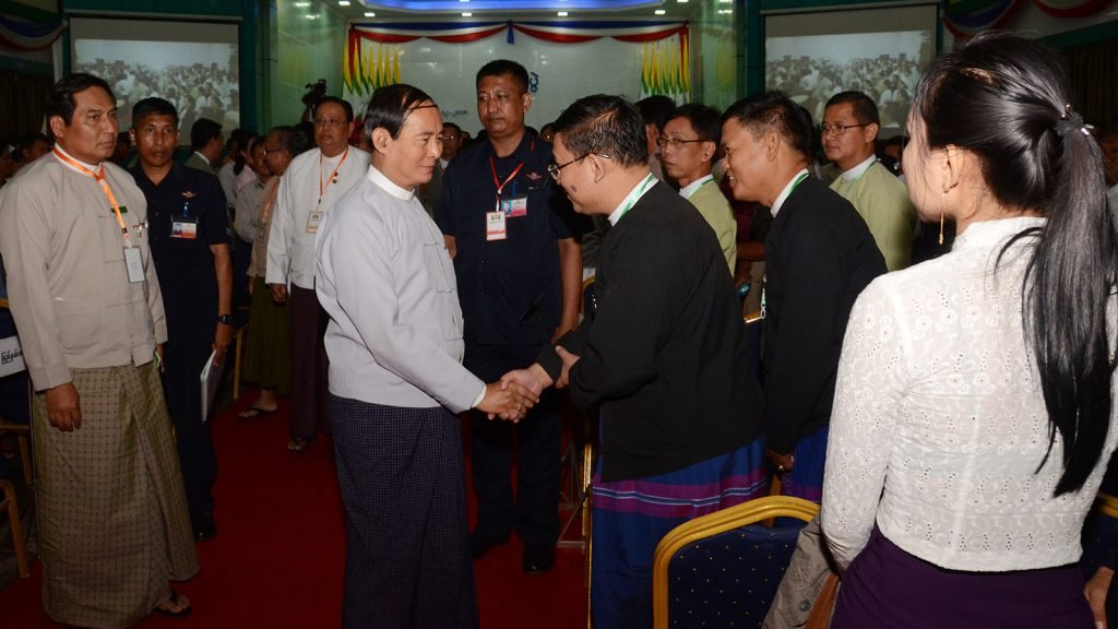 President U Win Myint greets representatives from administrative, legislative, judiciary sector officials in Hpa-An Kayin State yesterday.Photo: MNA