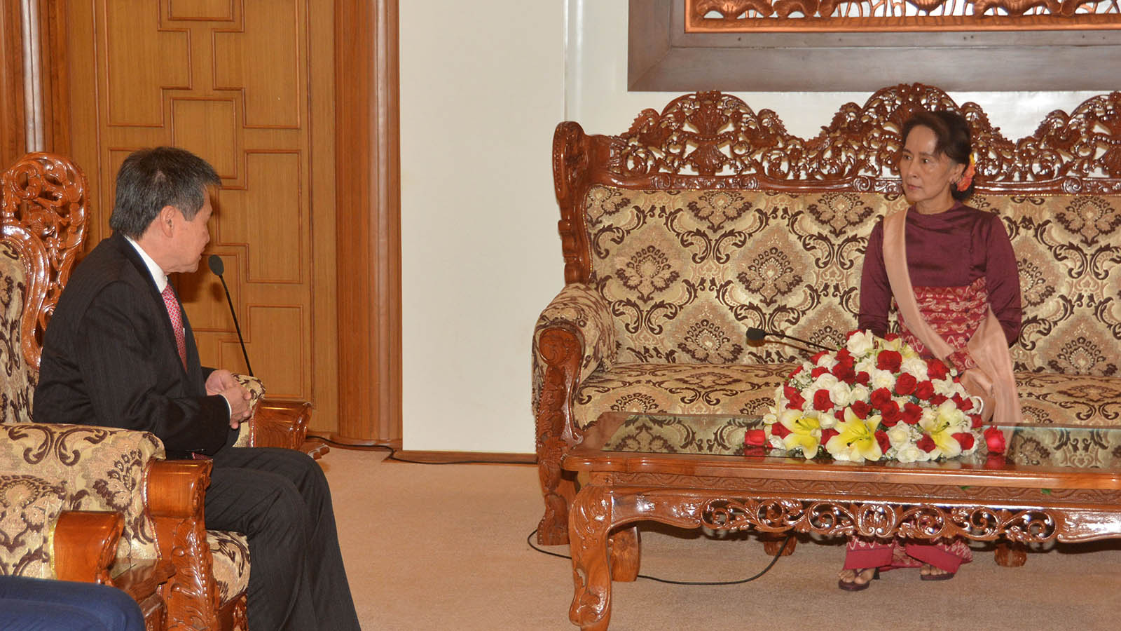 State Counsellor Daw Aung San Suu Kyi meets with Secretary-General of ASEAN Dato Lim Jock Hoi in Nay Pyi Taw yesterday.Photo: MNA