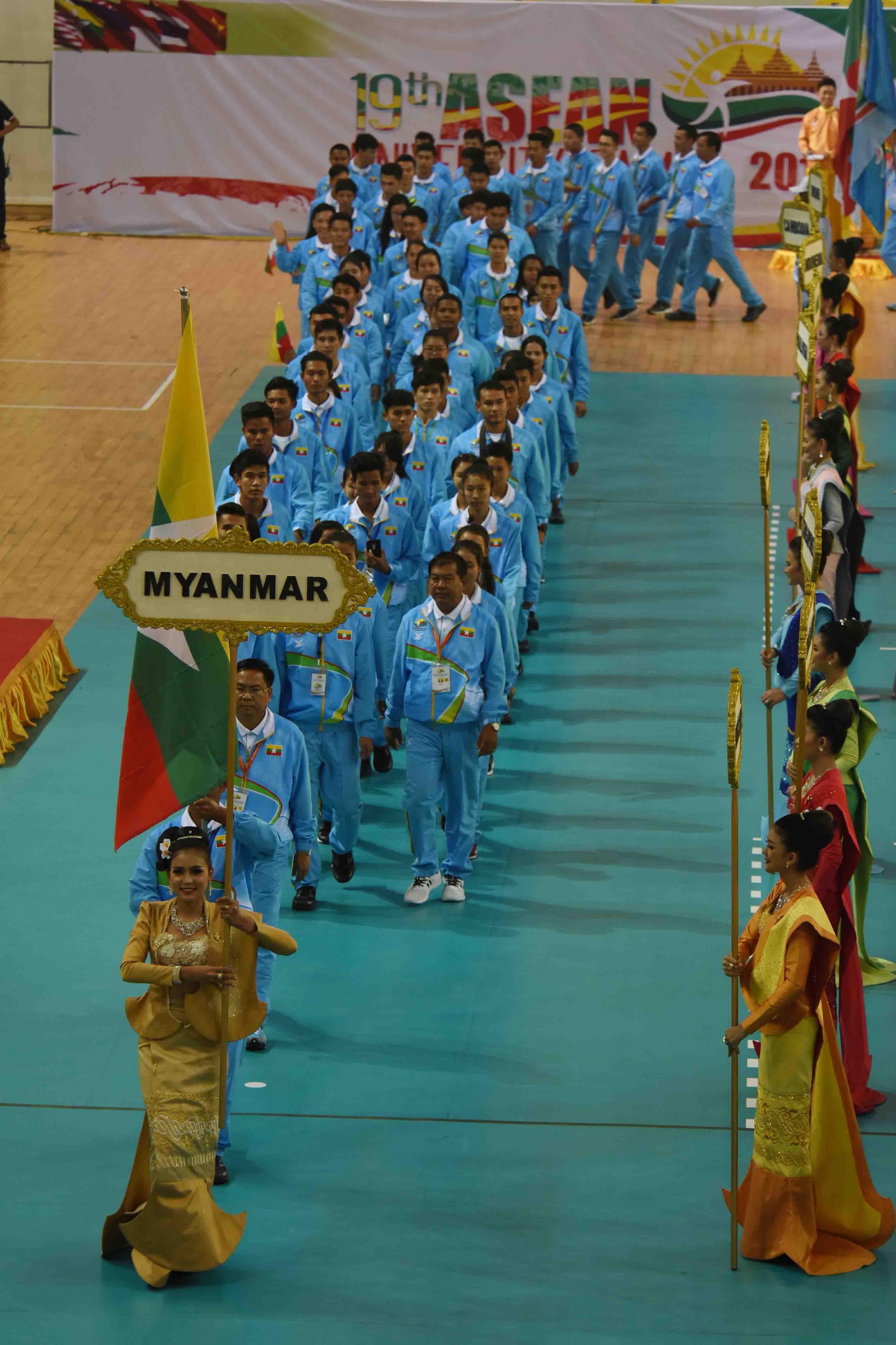 Myanmar's sports team march along Wunna Theikdi Sport Complex Indoor Stadium at the 19th ASEAN University Games.photo: mna
