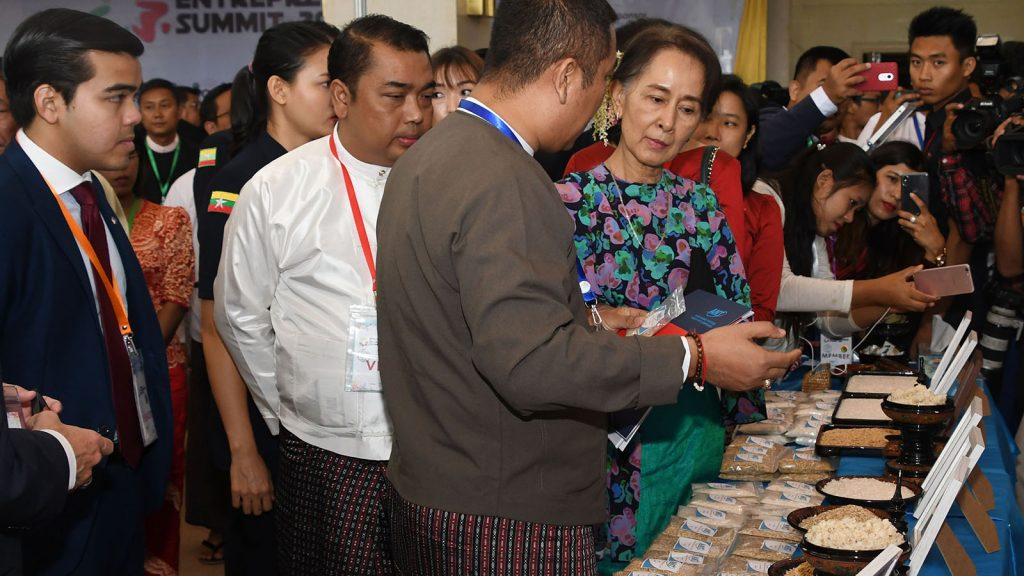 State Counsellor Daw Aung San Suu Kyi observes ANT booth displayed at 3rd Myanmar Entrepreneurship Summit 2018 in Nay Pyi Taw yesterday.Photo: MNA