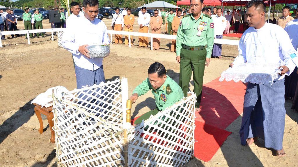 Vice Senior General Soe Win at stake-driving ceremony for a religious building by ethnic people from Inle lake in Nay Pyi Taw.Photo: office of the commander-in-chief