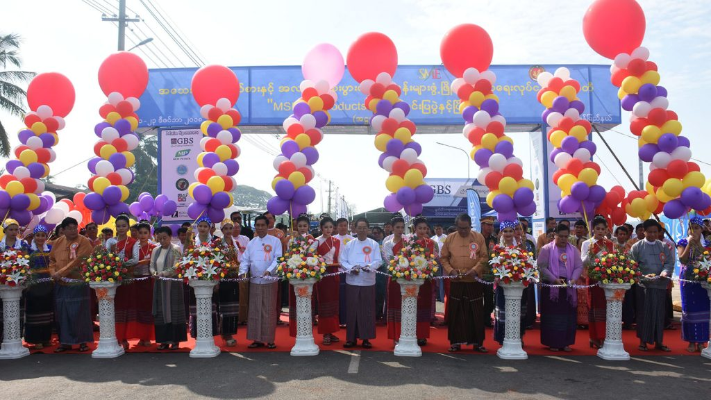 Vice President U Myint Swe and officials cut the ceremonial ribbon to open the 8th MSMEs Product Exhibition & Competition in Mawlamyine, Mon State, yesterday.Photo: MNA