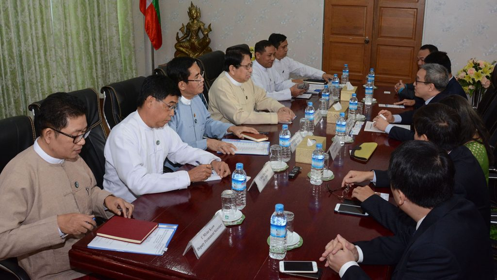 Union Minister Dr. Pe Myint holds talks with Vietnamese Deputy Minister of Information and Communications Mr. Phan Tam. Photo: MNA