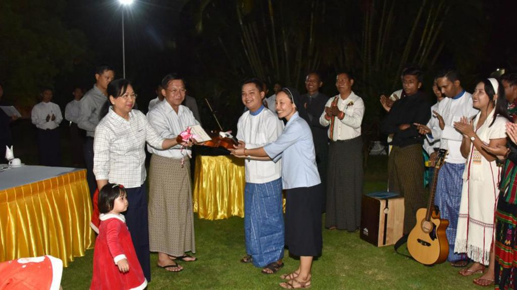 Commander-in-Chief of Defence Services Senior General Min Aung Hlaing and family present the gift to Catholic Yangon Youth as they visit the Senior General's residence.Photo: Office of the C-in-C of Defence Services