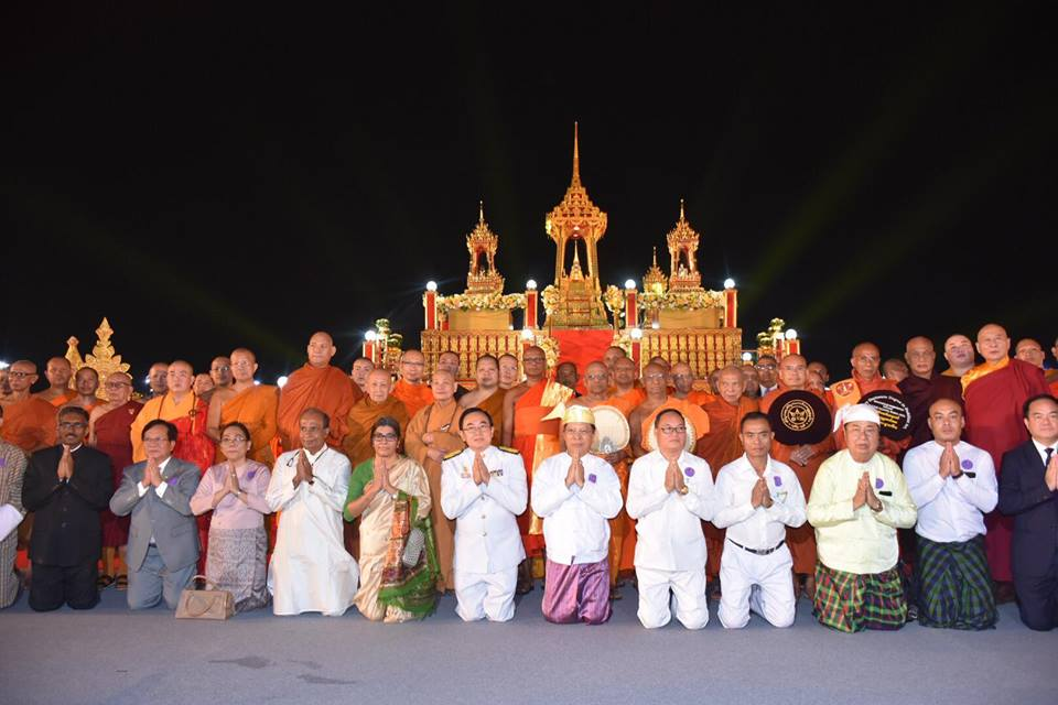 The Myanmar delegation led by Dr. Bhaddanta Kumarabhivamsa and Union Minister for Religious Affairs and Culture Thura U Aung Ko pose for documentary photo together with Members of the Sangha from twelve countries at a New Year prayer ceremony in Bangkok.Photo: MNA