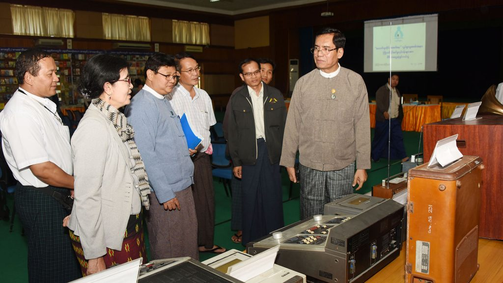 Deputy Minister U Aung Hla Tun inspects machines to be displayed at 'All Who Can Read Should Read' campaign.Photo: MNA