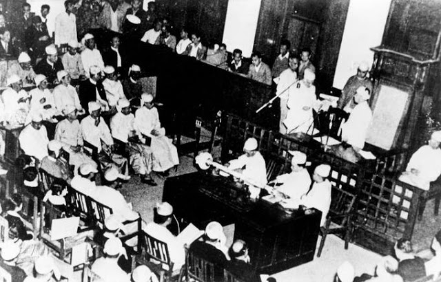 The first independence day: Thakin Nu sworn in as the first Prime Minister along with his cabinet ministers by the first President Sao Shwe Thaik.