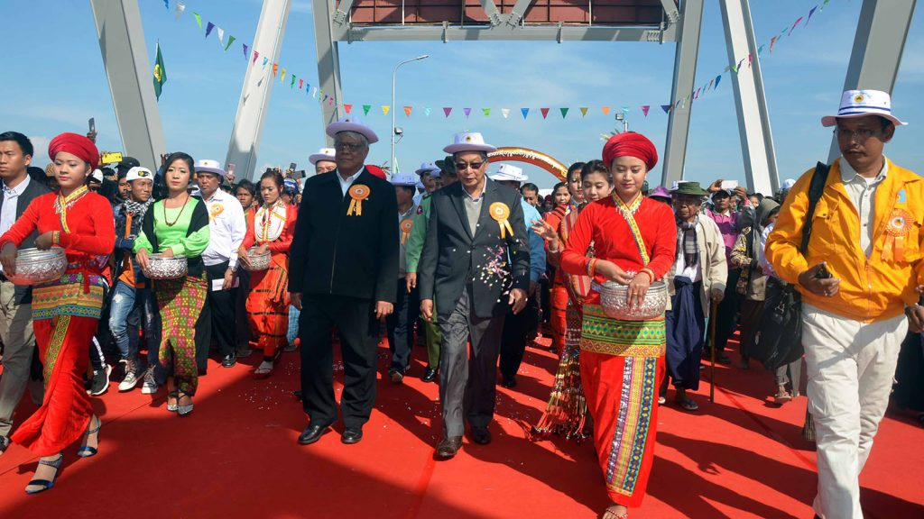 Union Minister U Kyaw Tint Swe and officials stroll along the Chindwin Bridge (Homalin) following the opening ceremony in Homalin, Sagaing Region yesterday.Photo: MNA