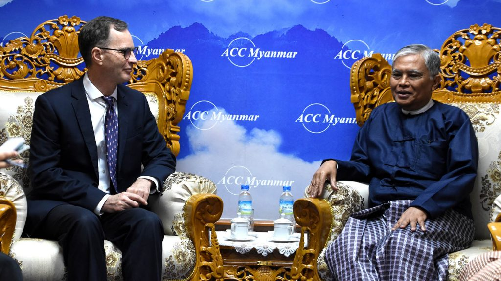 Anti-Corruption Commission Chairman U Aung Kyi meets with Mr.Robert La Mont, Chief of Party from USAID Promoting Rule of Law in Myanmar, in Nay Pyi Taw yesterday.Photo: MNA
