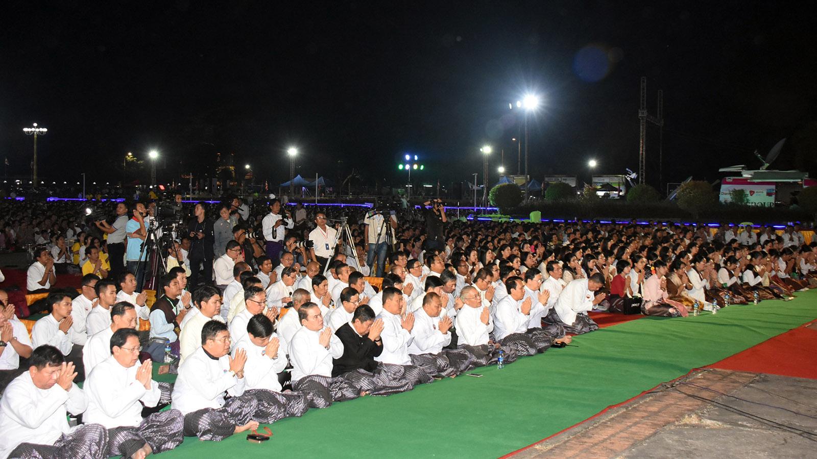 Bhamo Sayadaw Dr. Bhaddanta Kumara Bhivamsa delivers a sermon to Buddhist devotees at the New Year Dhamma Ceremony in Yangon.Photo: Zaw Min Latt